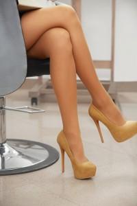 Flirtsignale frauen beine
